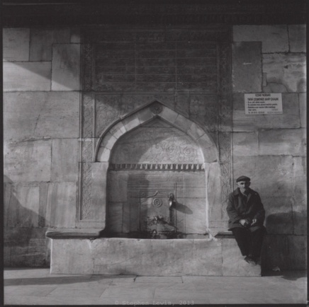 Frontal detail of the early-eighteenth-century Iskele (quayside) fountain, Uskudar, Istanbul, 1997. (Rolleiflex Tessar f3.5, Ilford HP5, scan of print). Click to enlarge.