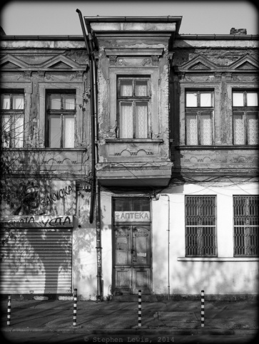 "Late-19th-century ""çarșı""-style row house, Pirotska St., Sofia, Bulgaria, 2014. (Fuji x100). Click on image to enlarge."