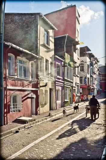 Balat, Istanbul, late-afternoon, December 2011. Fuji X100. Click on image to enlarge.